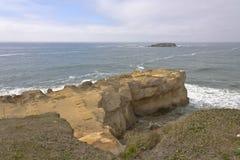 Penhascos da costa de Oregon e o Oceano Pacífico Imagem de Stock Royalty Free