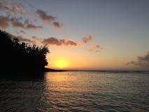 Penhascos da costa do Na Pali na ilha de Kauai, Havaí - vista da praia de Ke'e durante o por do sol Foto de Stock Royalty Free