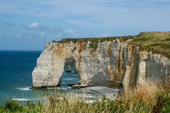 Penhascos de Etratat, Normandy, França imagem de stock