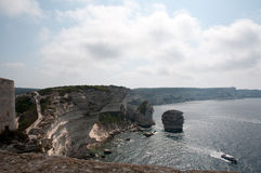 Penhascos de giz e mar brancos de Bonifacio fotos de stock