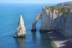 Penhascos de giz no d'Albatre da costa Etretat fotos de stock royalty free
