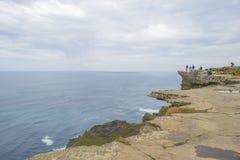Penhascos de Moher na Irlanda ao longo do Oceano Atlântico no verão imagem de stock royalty free