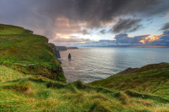Penhascos de Moher no por do sol Fotos de Stock Royalty Free