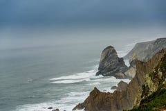 Penhascos de Portugal Oceano Atlântico fotos de stock