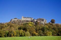 Penhascos de Stirling Castle From Field Below fotografia de stock royalty free