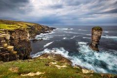 Penhascos de Yesnaby em ilhas de Orkney imagens de stock royalty free