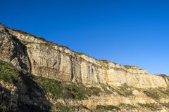 Penhascos do arenito de Crtaceous em Hastings em East Sussex, Inglaterra imagem de stock royalty free
