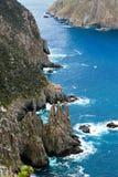 Penhascos do Dolerite da coluna do cabo, Tasmânia, Austrália fotografia de stock royalty free