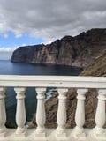 Penhascos do Los Gigantes e cerca da proteção em Tenerife fotografia de stock royalty free