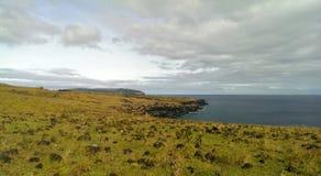 Penhascos do mar na Ilha de Páscoa Imagens de Stock