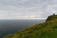 Penhascos do moher e do Oceano Atlântico em ireland Imagens de Stock Royalty Free