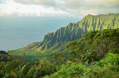 Penhascos do pali do Na, Kauai, ilhas havaianas imagem de stock royalty free