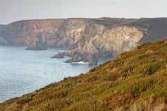 Penhascos do St agnes, Cornualha, Inglaterra Opinião do mar fotografia de stock royalty free