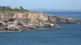 Penhascos e oceano naturais da paisagem video estoque