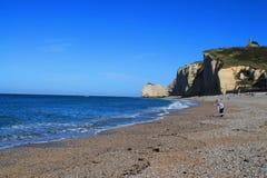 Penhascos e praia de Etretat Imagem de Stock Royalty Free