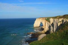 Penhascos e praia de Etretat Fotos de Stock Royalty Free