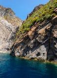 Penhascos e rochas de Lipari, Itália Imagens de Stock