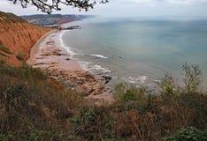 Penhascos máximos do monte perto de Sidmouth em Devon Peça do trajeto litoral ocidental sul imagem de stock royalty free