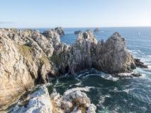 Penhascos majestosos em Pen Hir Point em Brittany, França Imagem de Stock