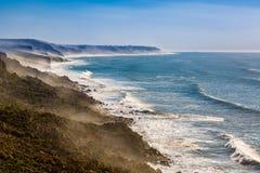 Penhascos na costa atlântica, Marrocos fotografia de stock royalty free