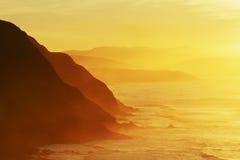 Penhascos na costa de Barrika com embaçamento fotos de stock royalty free