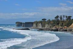 Penhascos no cabo Foulwind, Nova Zelândia imagem de stock