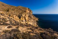 Penhascos no La Azohia Múrcia no mar Mediterrâneo, Espanha imagem de stock