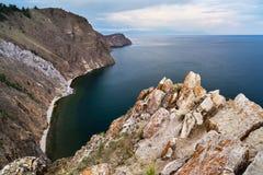 Penhascos, o Lago Baikal, Rússia Fotos de Stock