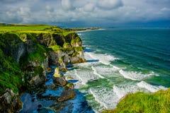 Penhascos perto de Portrush em Irlanda do Norte Fotos de Stock Royalty Free