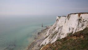 Penhascos principais Beachy que mostram a gota no lugar notório do suicídio perto de Eastbourne Sussex do leste Reino Unido filme