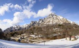 Penhascos rochosos do pico de Grigna e do upland de Resinelli, Itália Imagem de Stock Royalty Free