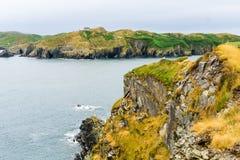 Penhascos rochosos na baliza na Irlanda imagens de stock royalty free