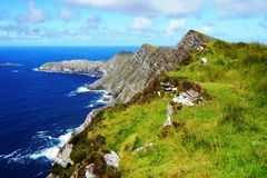 Penhascos verdes na Irlanda fotografia de stock royalty free