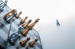 Penhor fora de um tabuleiro de xadrez Fotos de Stock Royalty Free