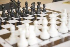 Penhores da xadrez no tabuleiro de xadrez Imagem de Stock