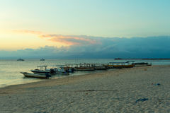 Penida Nusa, παραλία του Μπαλί με το δραματικό ουρανό και ηλιοβασίλεμα Στοκ φωτογραφία με δικαίωμα ελεύθερης χρήσης