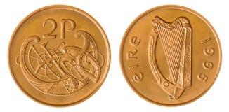 2 peniques 1995 acuñan aislado en el fondo blanco, Irlanda Imagenes de archivo