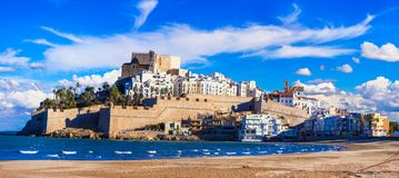 Peniscola, isla con el castillo y playa en Castellon, España foto de archivo