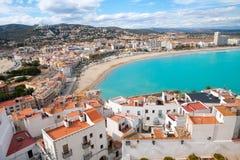 Peniscola strand och flyg- sikt för by i Castellon Spanien Arkivfoton