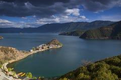Penisola di Lige del lago Lugu Immagini Stock Libere da Diritti
