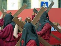 Penitents op een optocht in Cordoba, Spanje Stock Foto