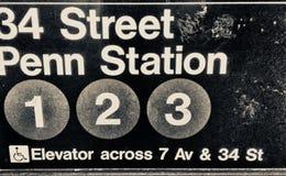 Penn Station gångtunneltecken, New York arkivfoto