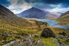 Penna år Ole Wen som förbiser Llyn Idwal, Snowdonia Royaltyfri Fotografi