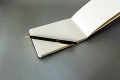 Penna & anteckningsbok Arkivfoton