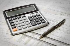 Penna, calcolatore e giornale Fotografia Stock