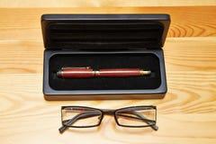Penna, custodia per armi della penna e vetri Fotografia Stock Libera da Diritti