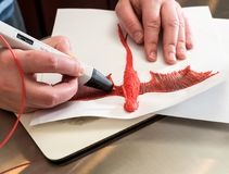 penna 3-D di stampa che crea una forma del drago Fotografie Stock