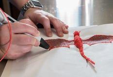 penna 3-D di stampa che crea una forma del drago Immagini Stock Libere da Diritti