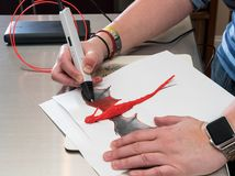 penna 3-D di stampa che crea una forma del drago Fotografie Stock Libere da Diritti