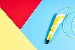 penna 3d med den plast- glödtråden på färgrik bakgrund Royaltyfri Foto